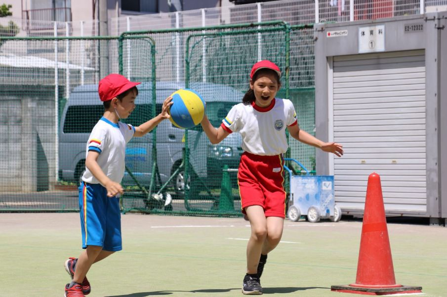 Students are wearing physical education uniform in Sports Day at Shinagawa International School