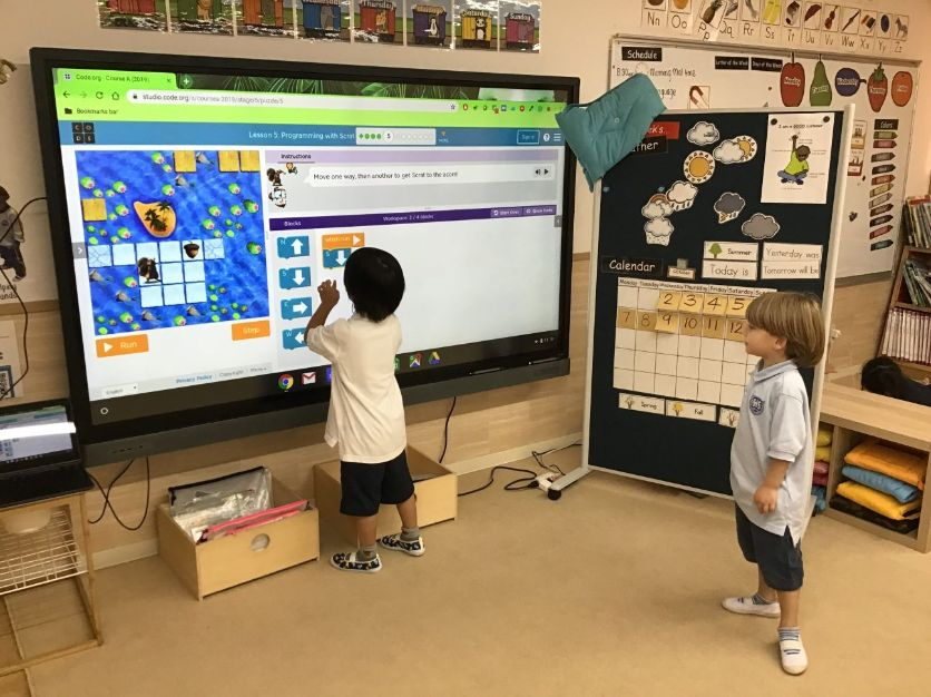 Early Years student use smart board technology at Shinagawa International School