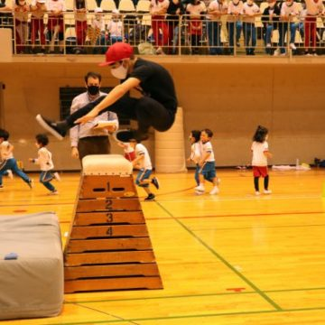 Grade 7 students are doing high jump in Sport's Day 2020