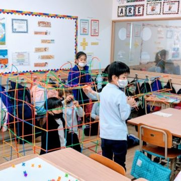 Primary students have a construction