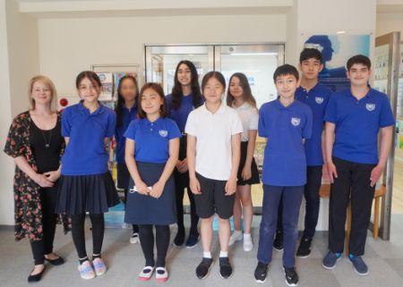 Grade 7 students at Shinagawa International School