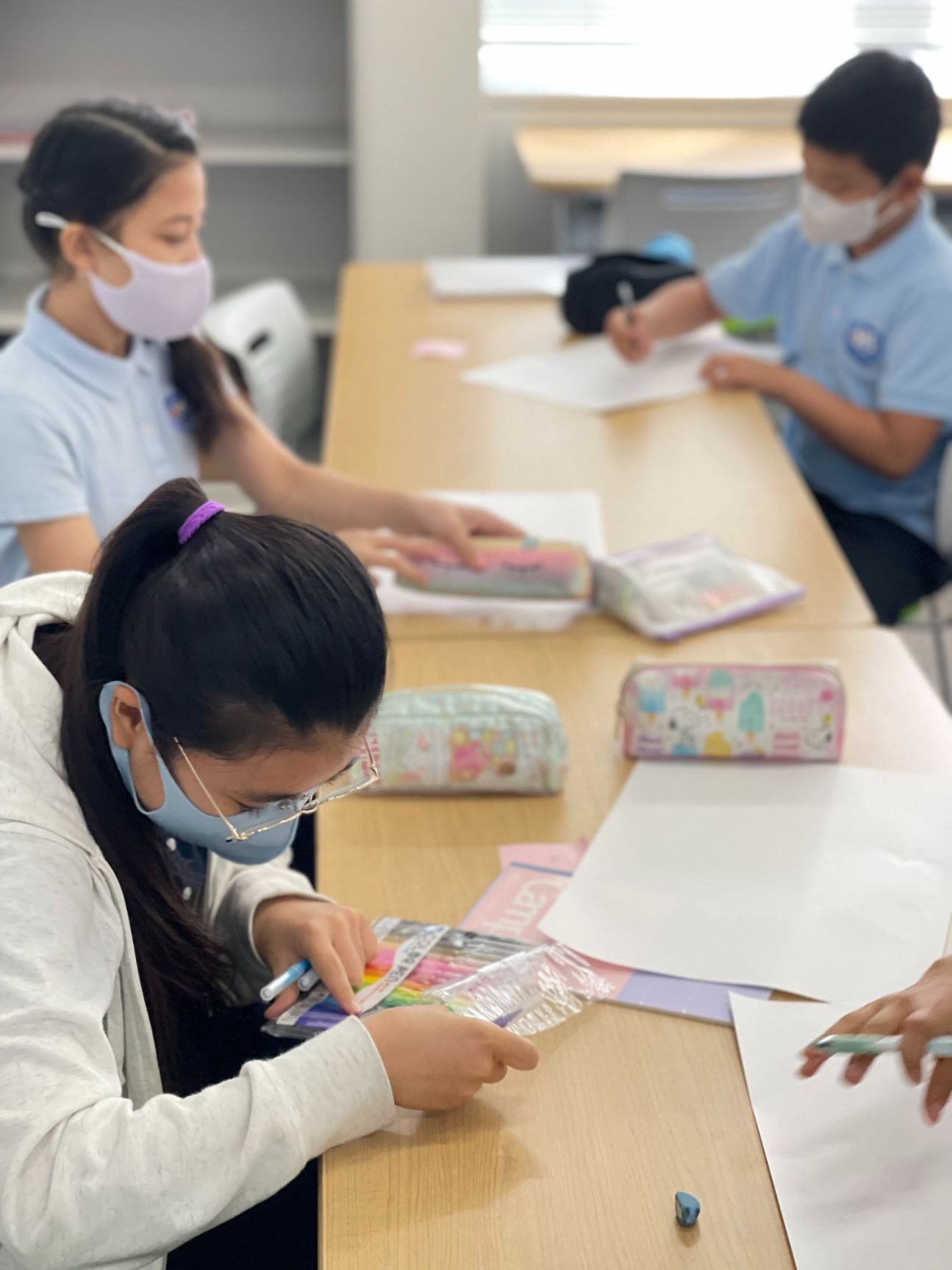 Middle school students in the classroom from SIS Oimachi Campus
