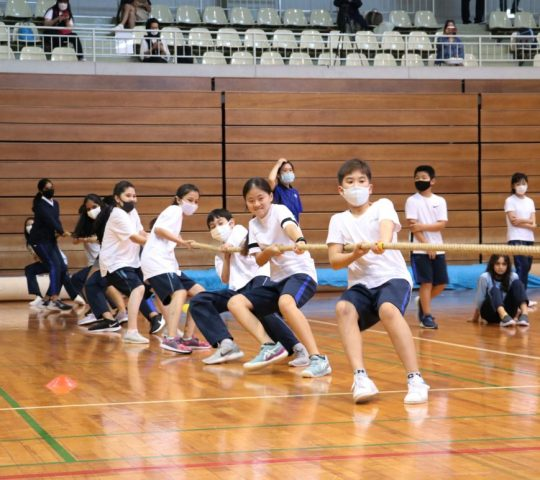 Tug of war activity with middle school students in Sports Day 2021