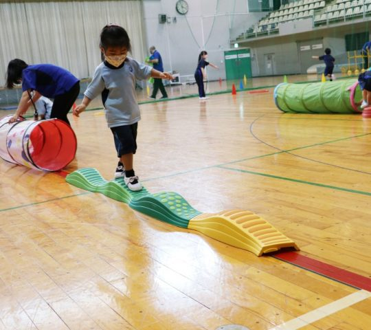 Obstacle course activity with early years in Sports Day 2021